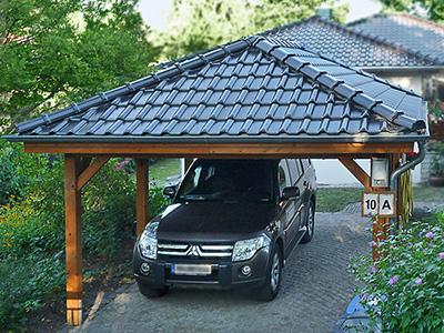 Carport mit Satteldach und glasierten Dachziegeln, Zaspel-Dach